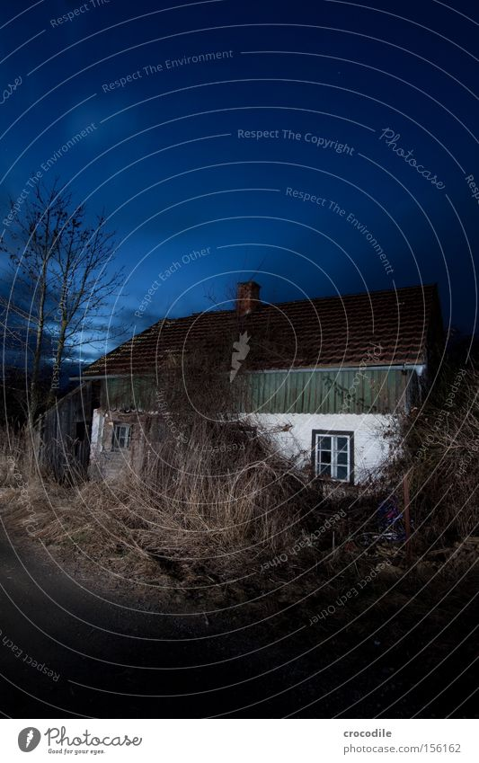 House (Residential Structure) Loneliness Street Dark Motor vehicle Roof Transience Derelict Illuminate Floodlight Car headlights