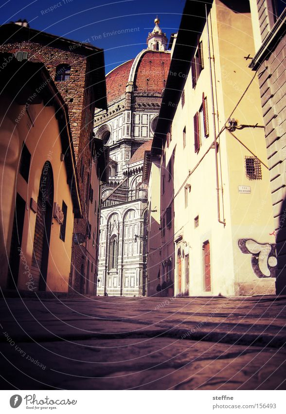 Summer House (Residential Structure) Italy Historic Narrow Dome Paving stone Alley Tuscany Narrow House of worship Florence Quality of life
