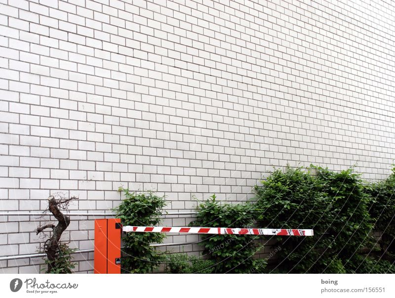 Wall (building) Wall (barrier) Closed Safety Parking lot Warning label Hedge Backyard Parking garage Control barrier Warning sign
