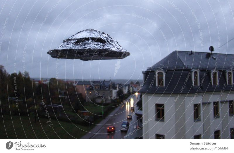 I WANT TO BELIVE UFO Saucer Flying Aircraft Anonymous House (Residential Structure) Dark Extraterrestrial being Fear Foreign Stars Planet Metal foil Tupperware