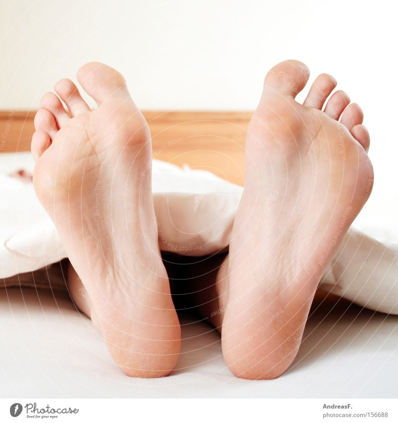 Woman Feet Skin Sleep Bed Boredom Cuddly Barefoot Toes Bedroom Duvet Sunday Sole of the foot Athlete's foot Corneal layer