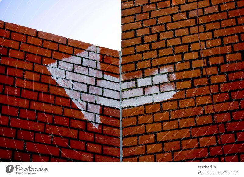 Wall (barrier) Signage Corner Change Communicate Arrow Direction Navigation Left Orientation Right Bend Turn off