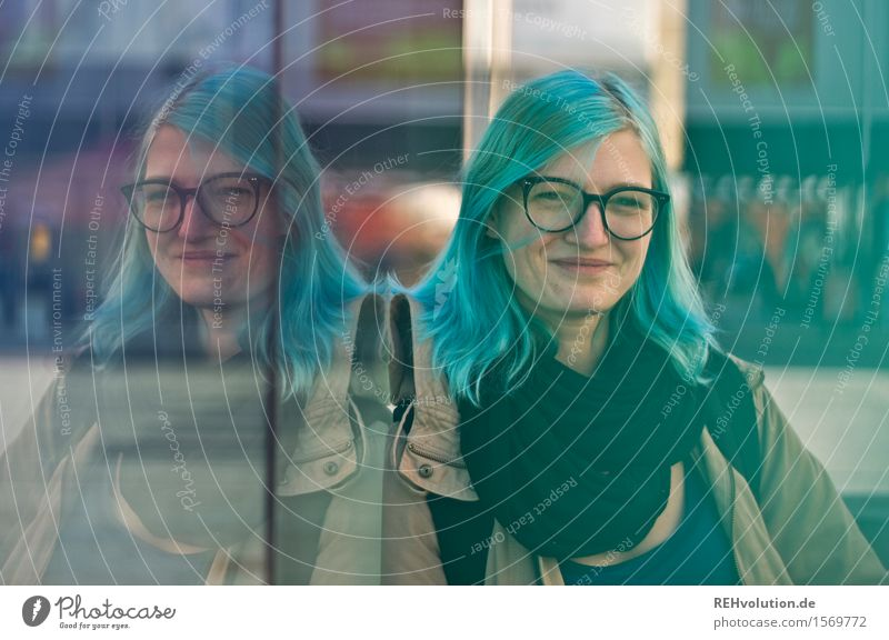 jule University & College student Human being Feminine Young woman Youth (Young adults) 1 18 - 30 years Adults Town Downtown Eyeglasses Hair and hairstyles