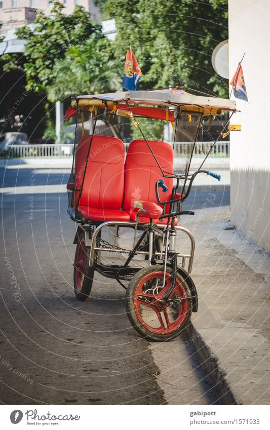taxi cubano II Havana Cuba Capital city Port City Downtown Old town Transport Means of transport Traffic infrastructure Passenger traffic Public transit Street