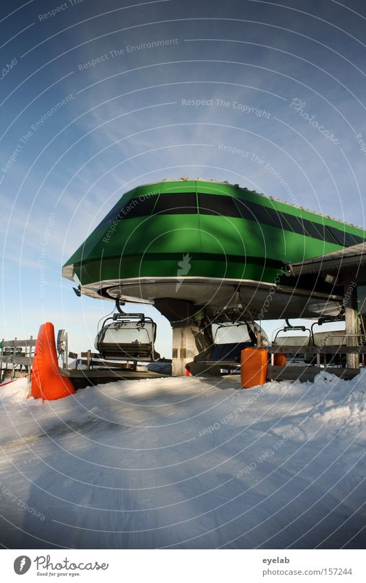 Landed Sky Clouds Building House (Residential Structure) Ski lift UFO Extraterrestrial being Green Window Round Vaulting Shadow Electrical equipment Technology