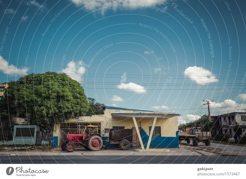 Cuba, somewhere in the middle of it. Sky Clouds Beautiful weather Small Town House (Residential Structure) Facade Means of transport Tractor Tourism Tradition