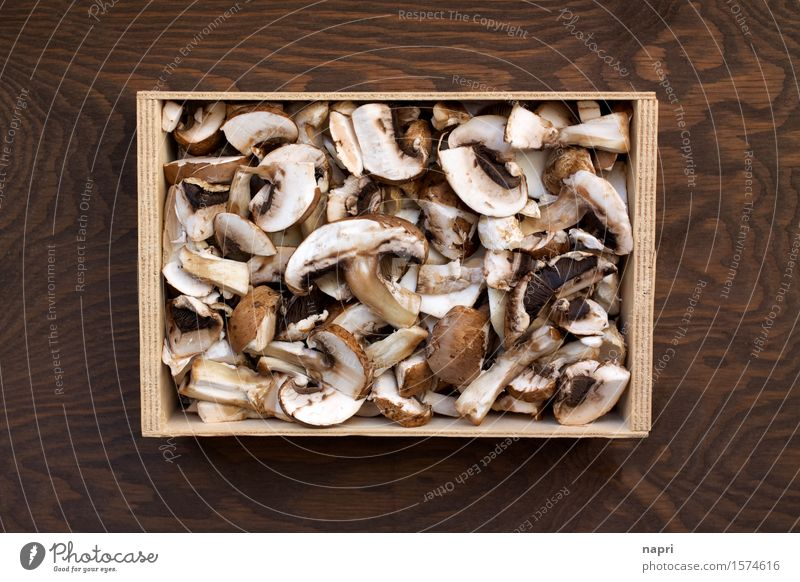 jeschnibbelte mushrooms I Food Button mushroom Mushroom Nutrition Vegetarian diet Cheap Brown Cut Vegan diet Autumnal Organic produce Colour photo Interior shot