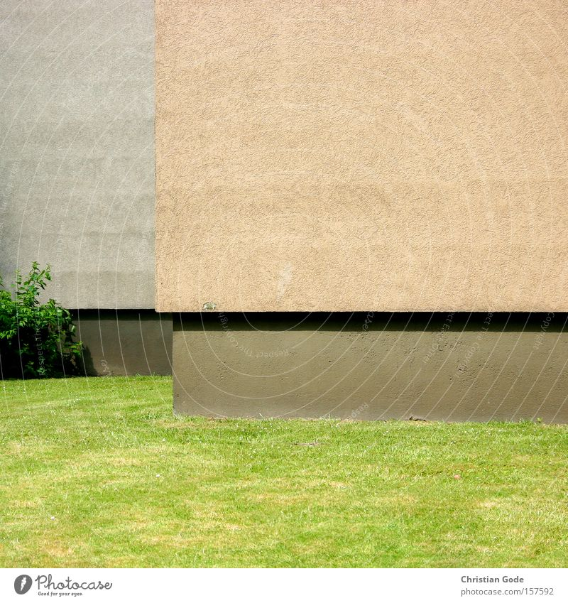 horizontal Corner Horizon Wall (barrier) Wall (building) Pedestal Meadow Lawn Green Bushes Perspective Shadow Section of image Plaster Orange Gray Detail
