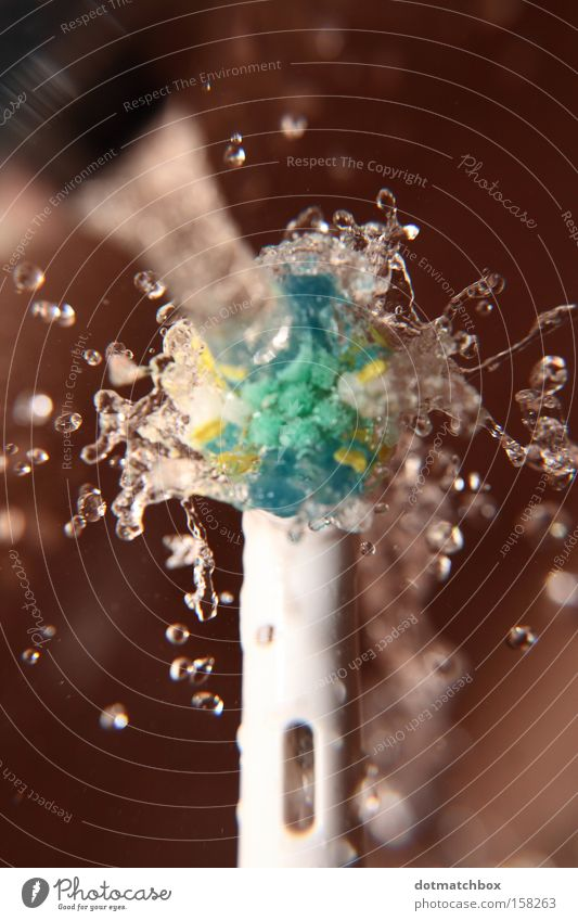 Water Drops of water Bathroom Macro (Extreme close-up) Inject Rotate Tap Electric Sink Brush Bristles Force Physics Toothbrush Centrifuge