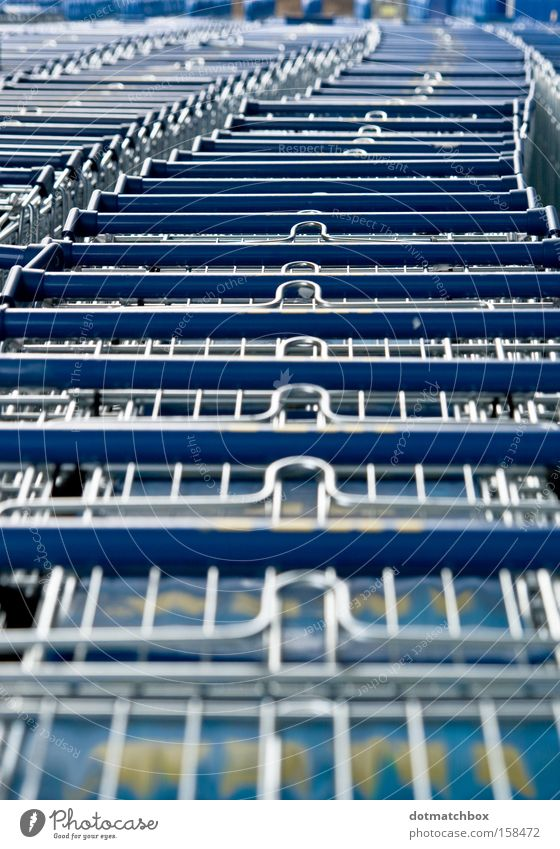 meandering Shopping Trolley Queue Winding Blue Silver Curve Across Length Row Chain Colour Obscure