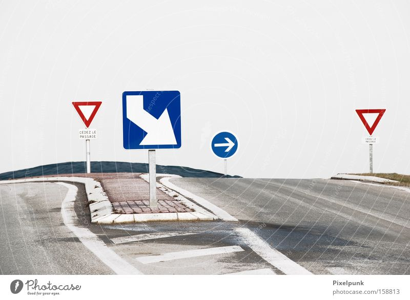 White Blue Red Lanes & trails Signs and labeling Arrow Traffic infrastructure Easy Rectangle Triangle Meaning