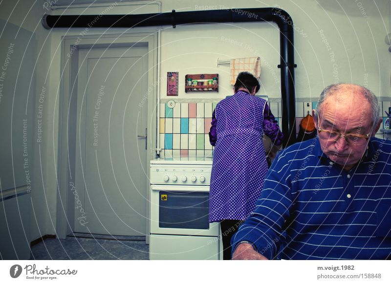 division of labour Flat (apartment) Interior design Kitchen Grandparents Senior citizen Grandfather Grandmother Couple 2 Human being 60 years and older Old