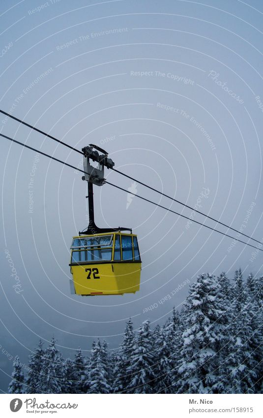 air taxi Cable car Passenger traffic Ski resort Yellow Hover Winter Wasted journey Downward Upward Treetop Wire cable Aviation Gondola