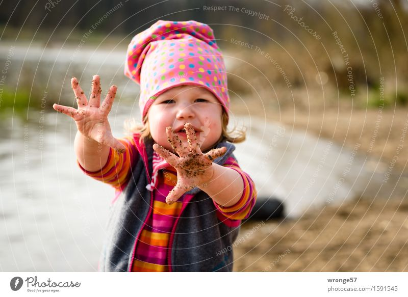 dirty fingers Playing Adventure Human being Feminine Child Toddler Girl 1 1 - 3 years Spring Beautiful weather River bank Beach Dirty Wet Brown Gray Pink Red