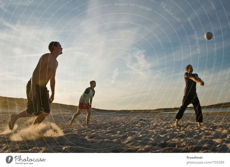 Man Youth (Young adults) Sun Summer Joy Jump Playing Warmth Sand Sports Cool (slang) Ball Athletic Sporting event Tension Barefoot