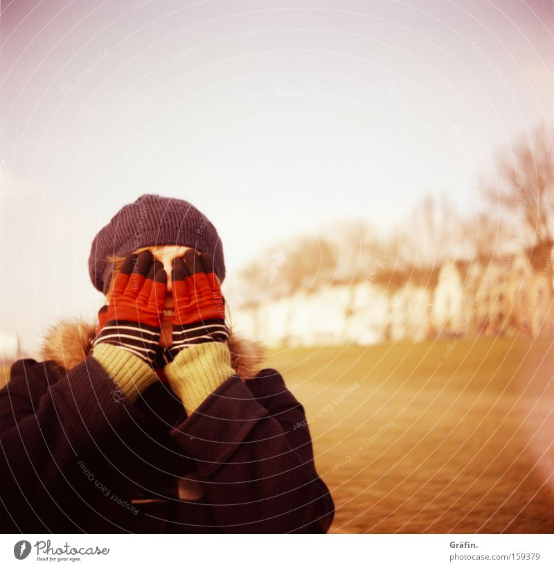 [HB 09.1] Hide-and-seek game Winter Gloves Cap Woman Bremen Lomography Pastel tone Hand Cold Joy Blind Grief Distress mask sb./sth.