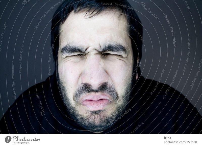 Source mouche l'a piqué ? Face Grimace Eyes Facial hair Mouth Anger Emotions Joy Aggravation ring light