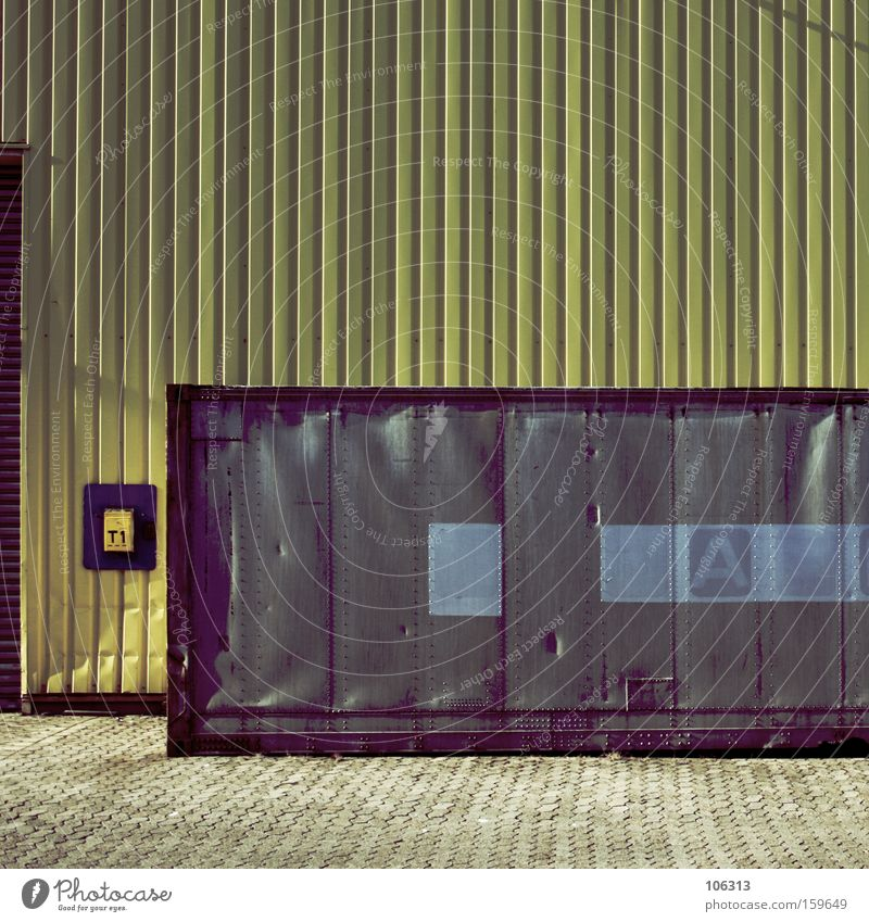 Photo number 114261 Work and employment Workplace Construction site Factory Industry Metal Yellow Gray Wall (building) Assignment Things Still Life Container