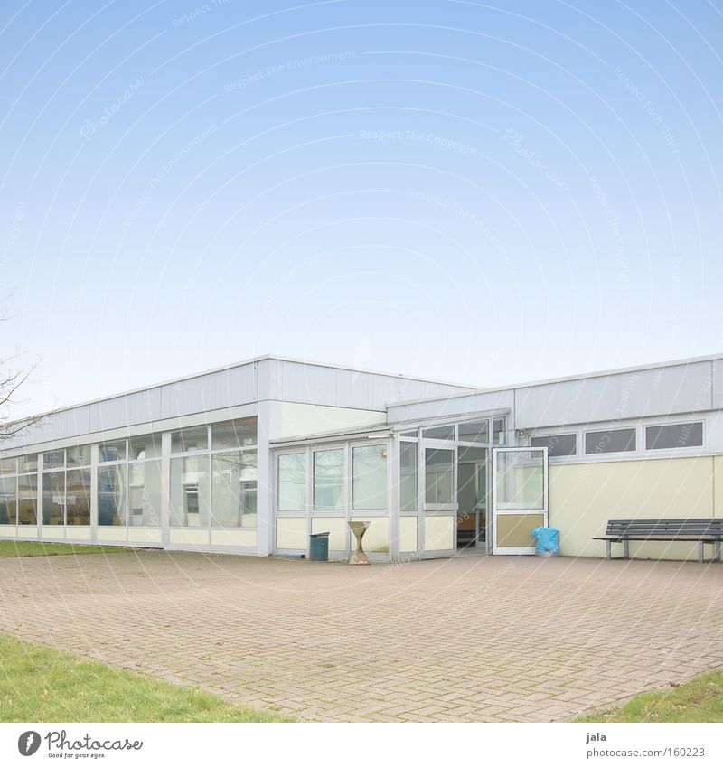 schoolyard Dining hall Cafeteria Mensa Break Smoking Lunch School Company Corporate building Academic studies Building Flat roof Bright Window Places Blue Sky