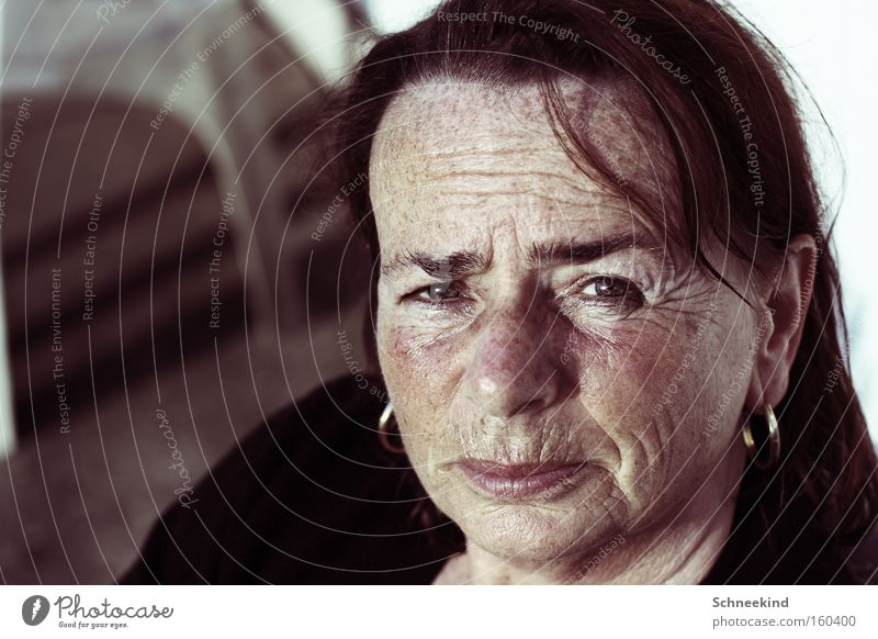 Woman Old Face Portrait photograph Think Germany Flat (apartment) Safety Meditative Wrinkle Wrinkles Trust Top Parenting Home country Earring