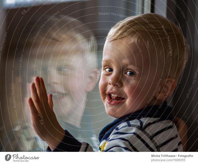 mirror image Face Parenting Kindergarten Child Human being Masculine Boy (child) Infancy 1 3 - 8 years Window Blonde Short-haired Glass Laughter Illuminate