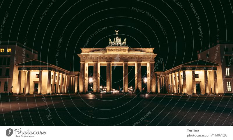 The gateway to the world Sculpture Spring Capital city Downtown Manmade structures Architecture Tourist Attraction Landmark Brandenburg Gate Stone Discover Old