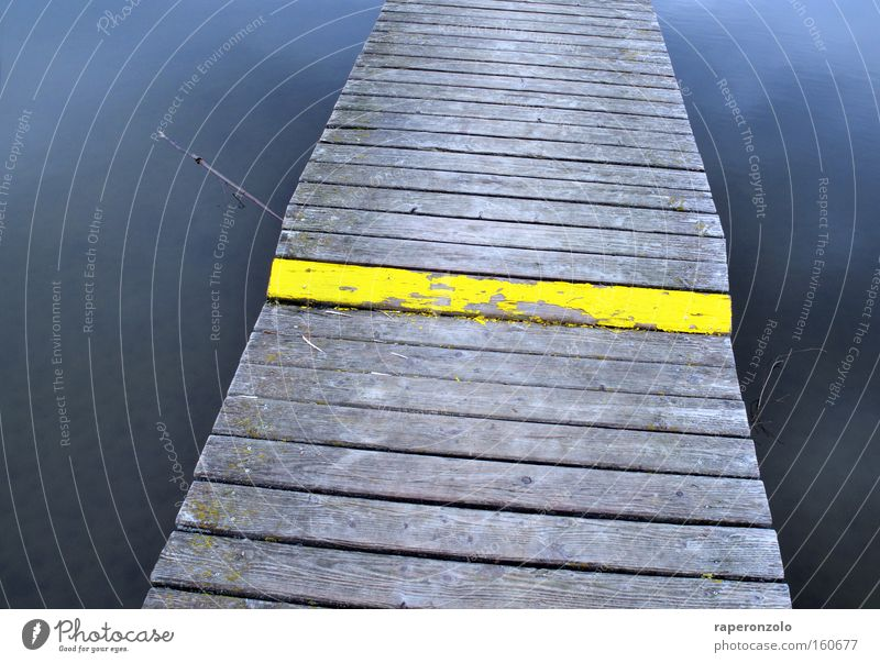 Mind the step! Water Lake Bridge Yellow Dangerous Warning label Footbridge Level Forwards Ambiguous Woodway Risk Wood strip Gray Colour photo Exterior shot