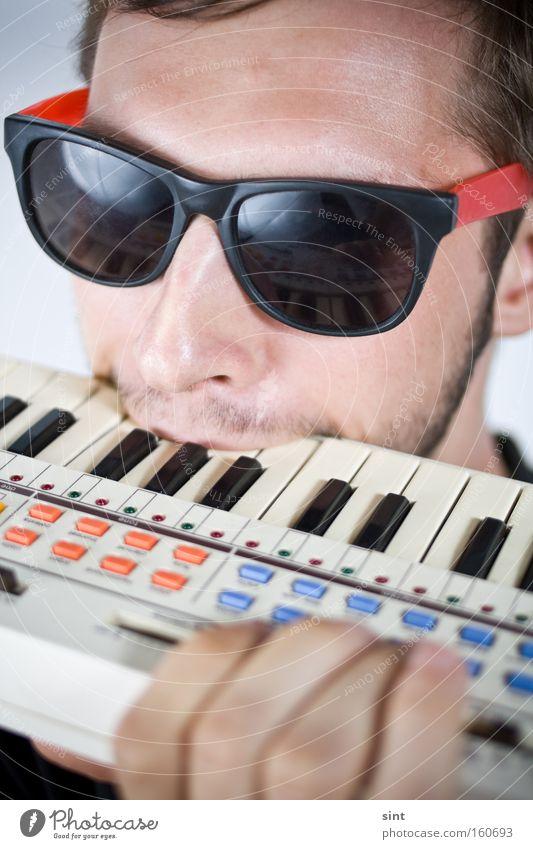 verbissen Youth (Young adults) Music Keyboard beissen instrument musiker brille sonnenbrille agressiv bart gesicht agression wut enttäuschung sauer