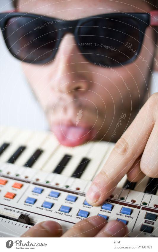 8bit tango Music Youth (Young adults) Man Keyboard zunge brille sonnenbrille Serene musik musiker tasten Sense of taste Sound Fingers gesicht bart instrument