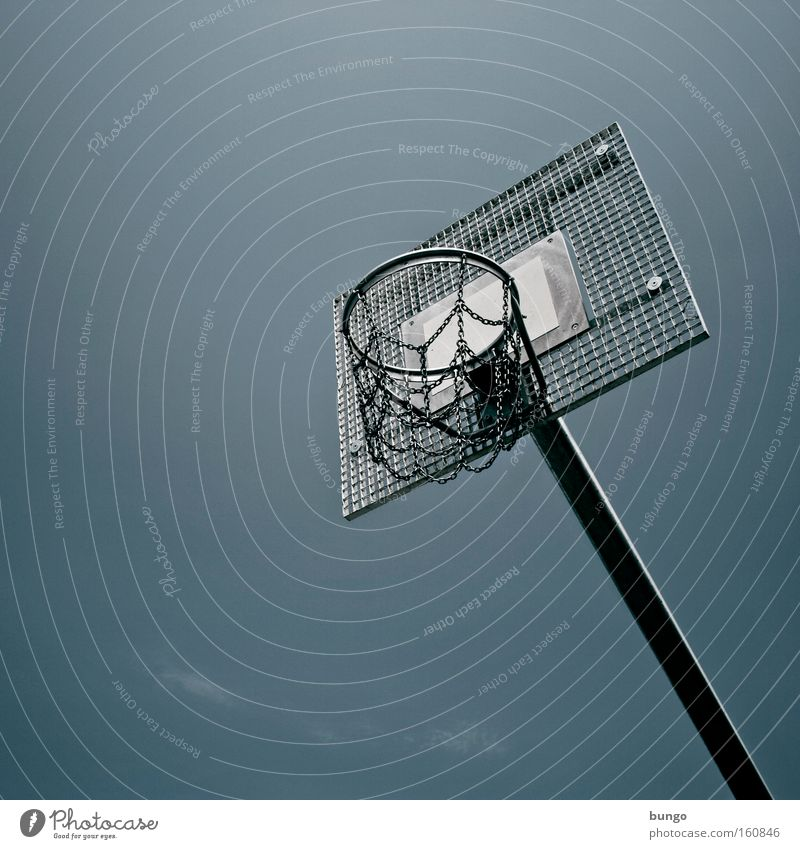 ludus durus Basketball Basketball basket Scaffolding Ghetto Playing Sports Loneliness Gloomy Tall Height Far-off places Ball sports Deserted