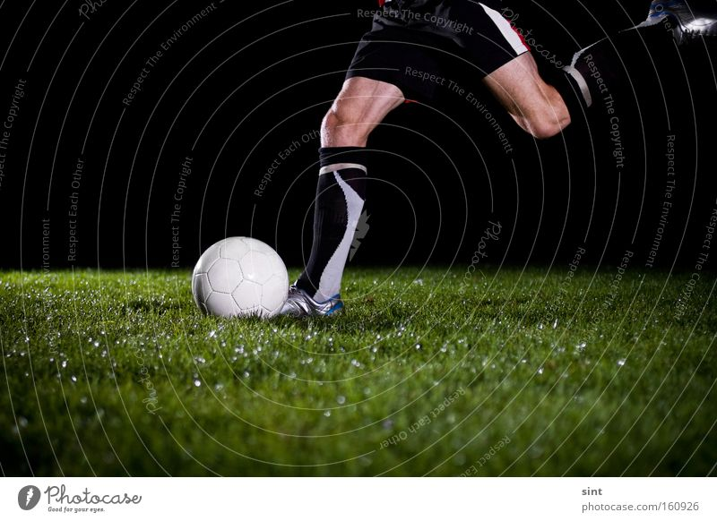 ballspiel Ball sports Leisure and hobbies fussball Sports anstoss Grass rasen nachts dunkel rennen bewegung abstoss beine feld