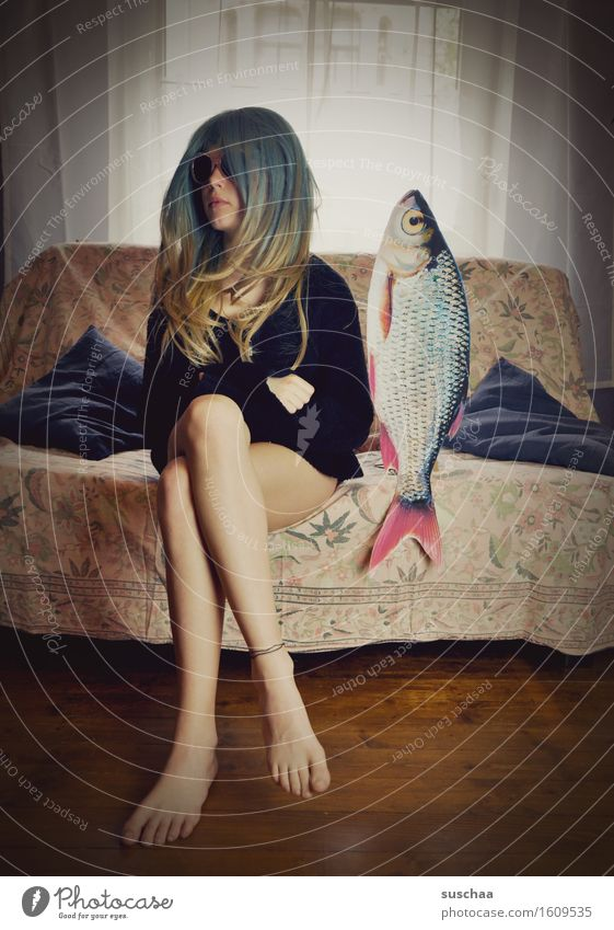 Remix date with fish. V Girl Young woman Hair and hairstyles Living room Date Sofa Fish Remixcase Child Infancy Parenting Crazy Strange Puberty Whimsical Wig