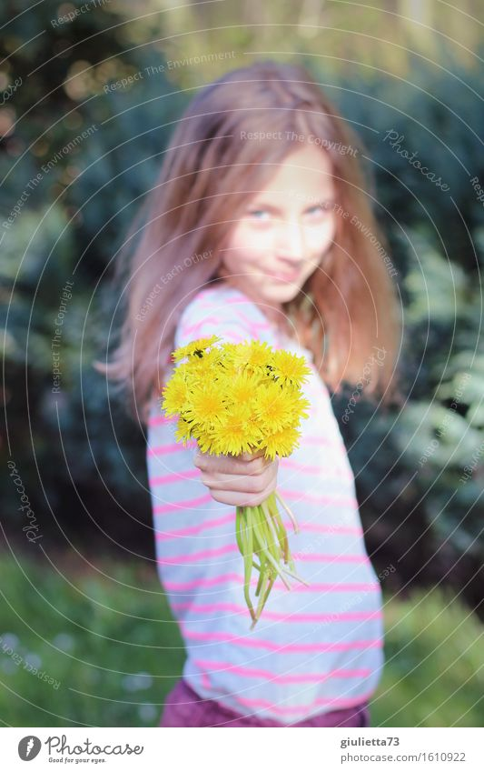 Flowers for you! | Girl with dandelion bouquet Feminine Child Infancy Youth (Young adults) Life 1 Human being 8 - 13 years Blonde Long-haired Smiling Looking