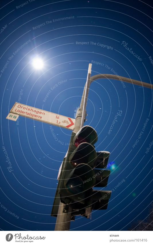 Sky Blue Dark Cold Bright Lighting Signs and labeling Transport Star (Symbol) Moon Traffic light Road marking Night shot