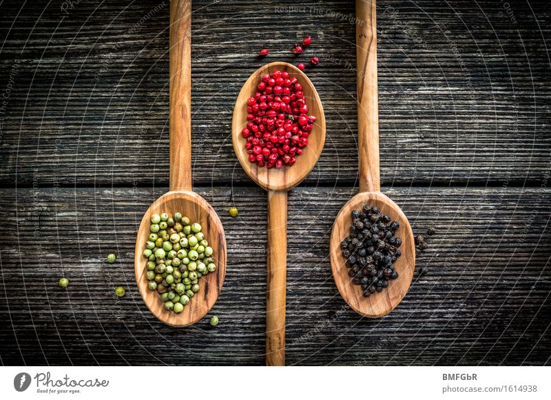 Peppery Color Trio Food Herbs and spices Peppercorn Nutrition Green Red Black Wood Wooden board Rustic Tangy Spicy Grain recipe Ingredients Kitchen Colour photo