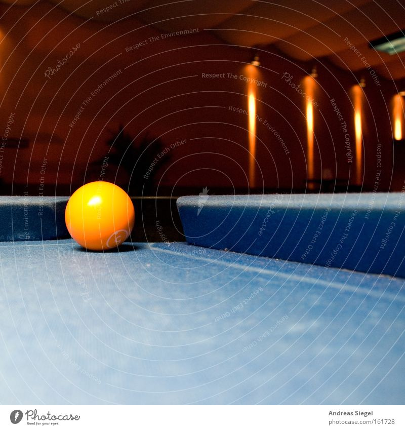 Zack and in! Pool (game) Sphere Yellow Blue Contrast Entertainment Playing Joy Bar Roadhouse Confine Hollow Bag Gastronomy Leisure and hobbies billiard