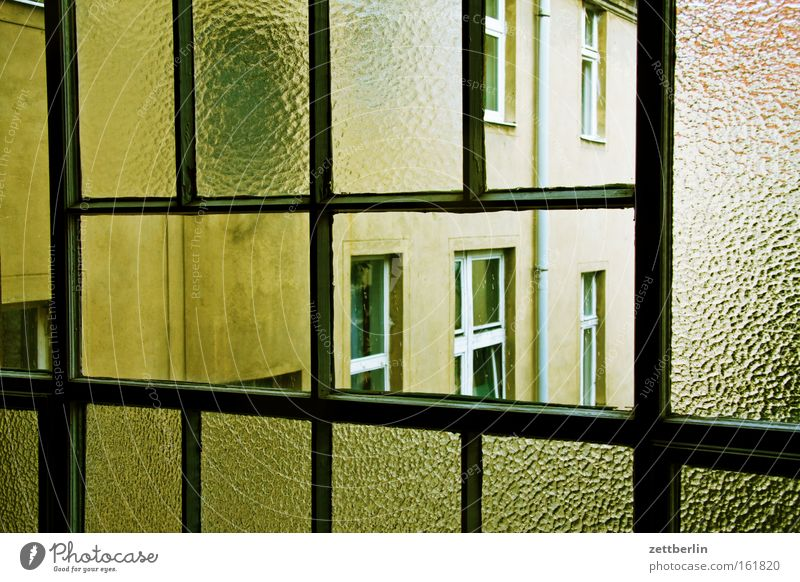 stairwell window Window Staircase (Hallway) Glass Window pane Slice Pane House (Residential Structure) Town house (City: Block of flats) Tenant Landlord