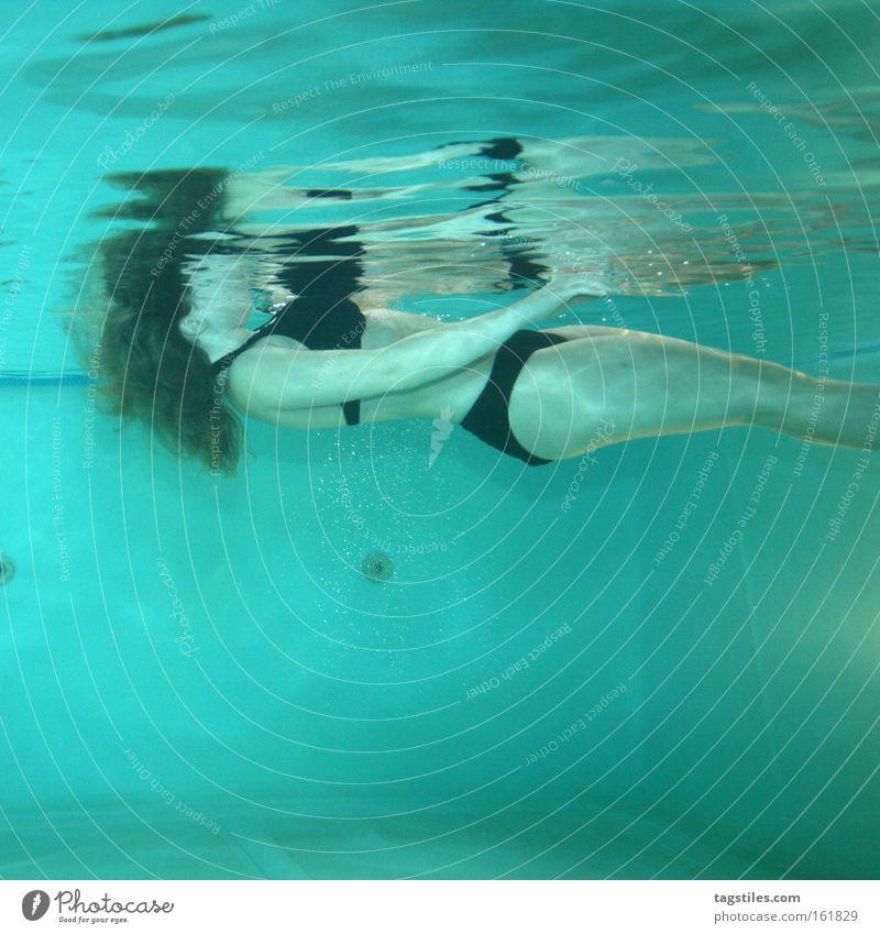 Woman Water Death Fear Dangerous Swimming pool Bikini Panic Corpse Float in the water Drown Witness