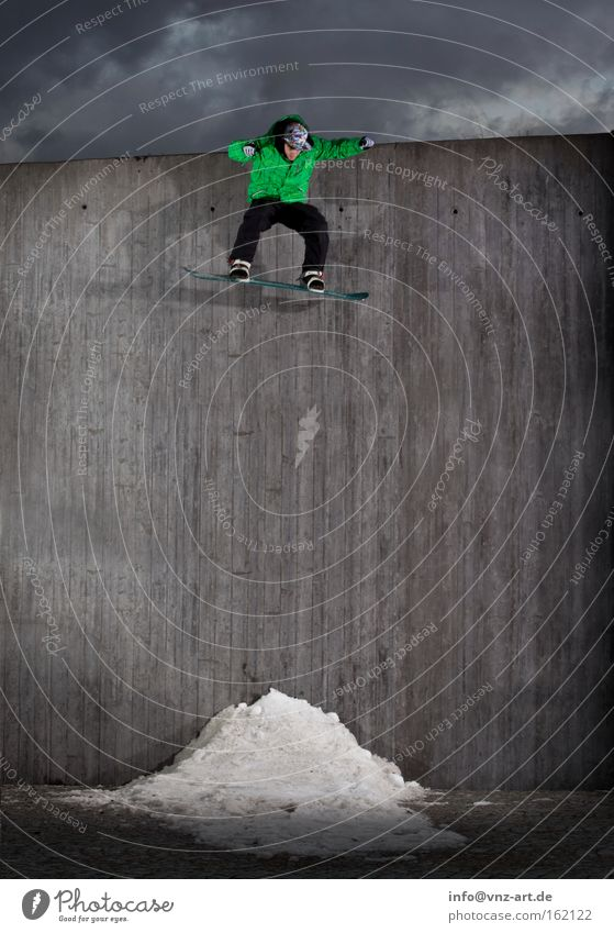 Green Winter Wall (building) Sports Gray Jump Action Tall To fall Brave Snowboard Extreme Snowboarding Extreme sports Reckless Concrete wall