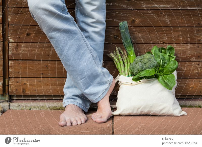 Human being Youth (Young adults) Green Healthy Eating Young man Legs Food Feet Masculine Fresh Nutrition To enjoy Joie de vivre (Vitality) Shopping Vegetable