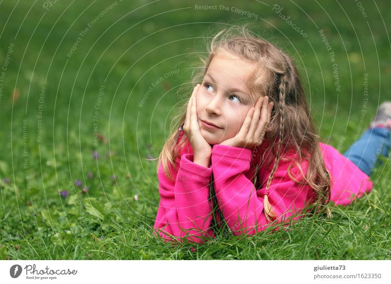 Girl day dreaming Leisure and hobbies Playing Think Garden Feminine Child Infancy Youth (Young adults) 1 Human being 3 - 8 years 8 - 13 years Observe Listening