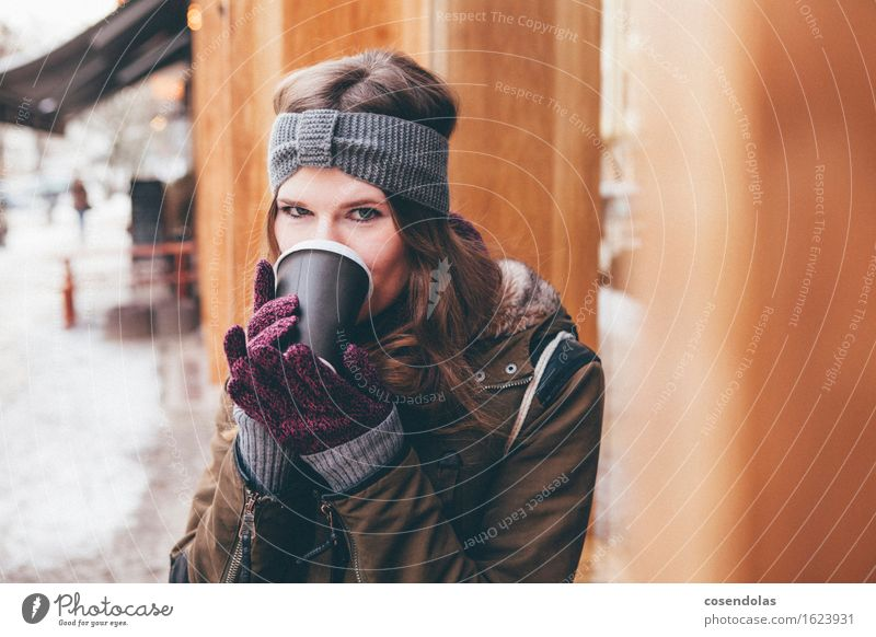 coffee to go Drinking Coffee Latte macchiato Espresso Lifestyle University & College student Feminine Young woman Youth (Young adults) 1 Human being