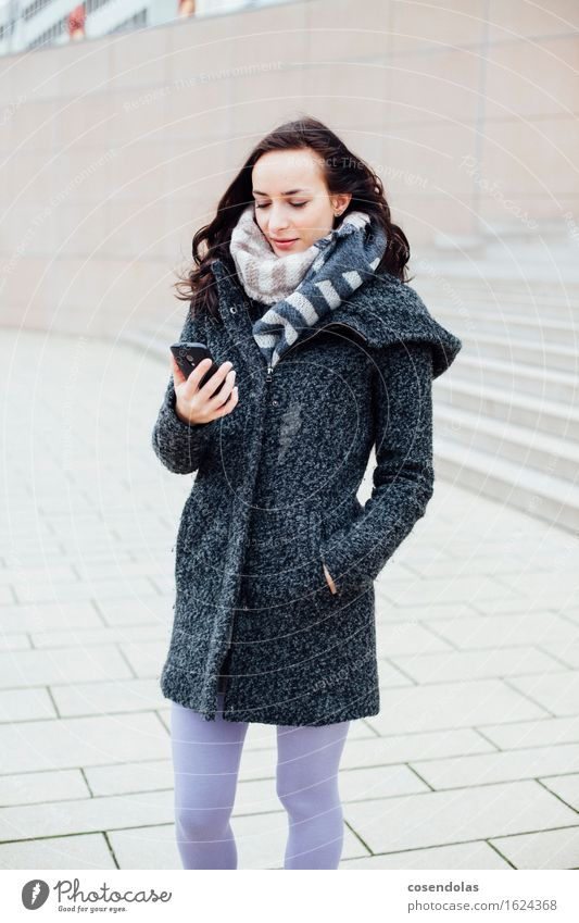 Smart (Phone) Lifestyle Winter University & College student Cellphone PDA Entertainment electronics Internet Feminine Young woman Youth (Young adults) 1