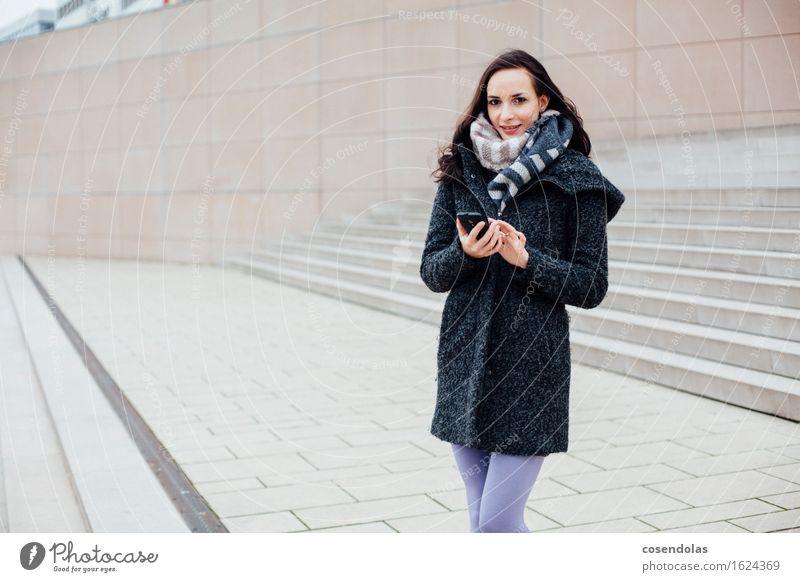 Smart (Phone) Girl Lifestyle Winter University & College student Cellphone PDA Entertainment electronics Telecommunications Feminine Young woman