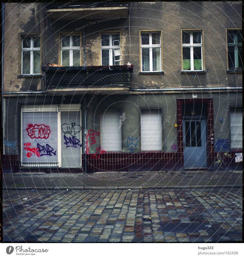 House (Residential Structure) Loneliness Street Berlin Window Graffiti Gloomy Transience Entrance Old building Medium format Kreuzberg Housefront Neukölln