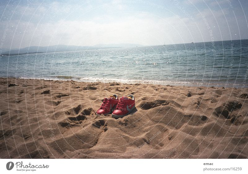 Water Sky Ocean Red Beach Sand Footwear Leisure and hobbies Cannes