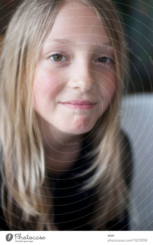 o.t. Beautiful Child Girl Infancy Head Hair and hairstyles Face 1 Human being 8 - 13 years Blonde Long-haired Observe Smiling Emotions Happiness Self-confident