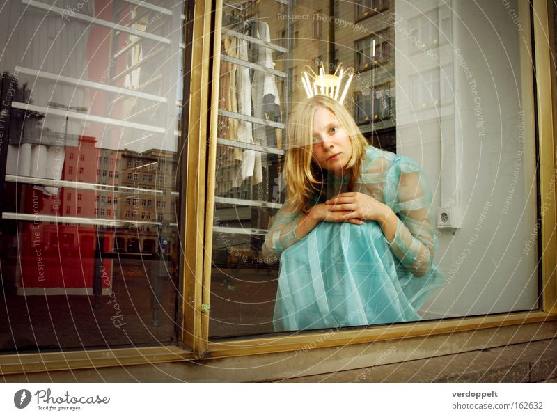 \|/ Woman Style Fashion Blonde Clothing Dress Fantastic Long-haired Mirror image Crown Bride Crouch Mannequin Shop window Princess Young woman