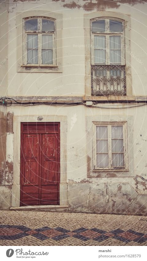 City Old House (Residential Structure) Window Travel photography Wall (building) Life Wall (barrier) Moody Facade Living or residing Door Apartment Building