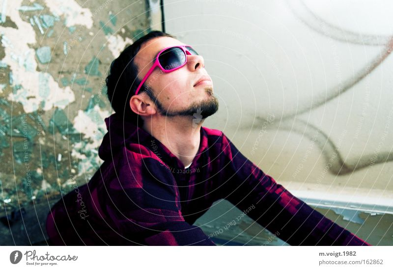 Man Youth (Young adults) Contentment Lighting Pink Tall Cool (slang) Upward Eyeglasses Sunglasses Dazzle Shard Conceited Distorted Rose glasses